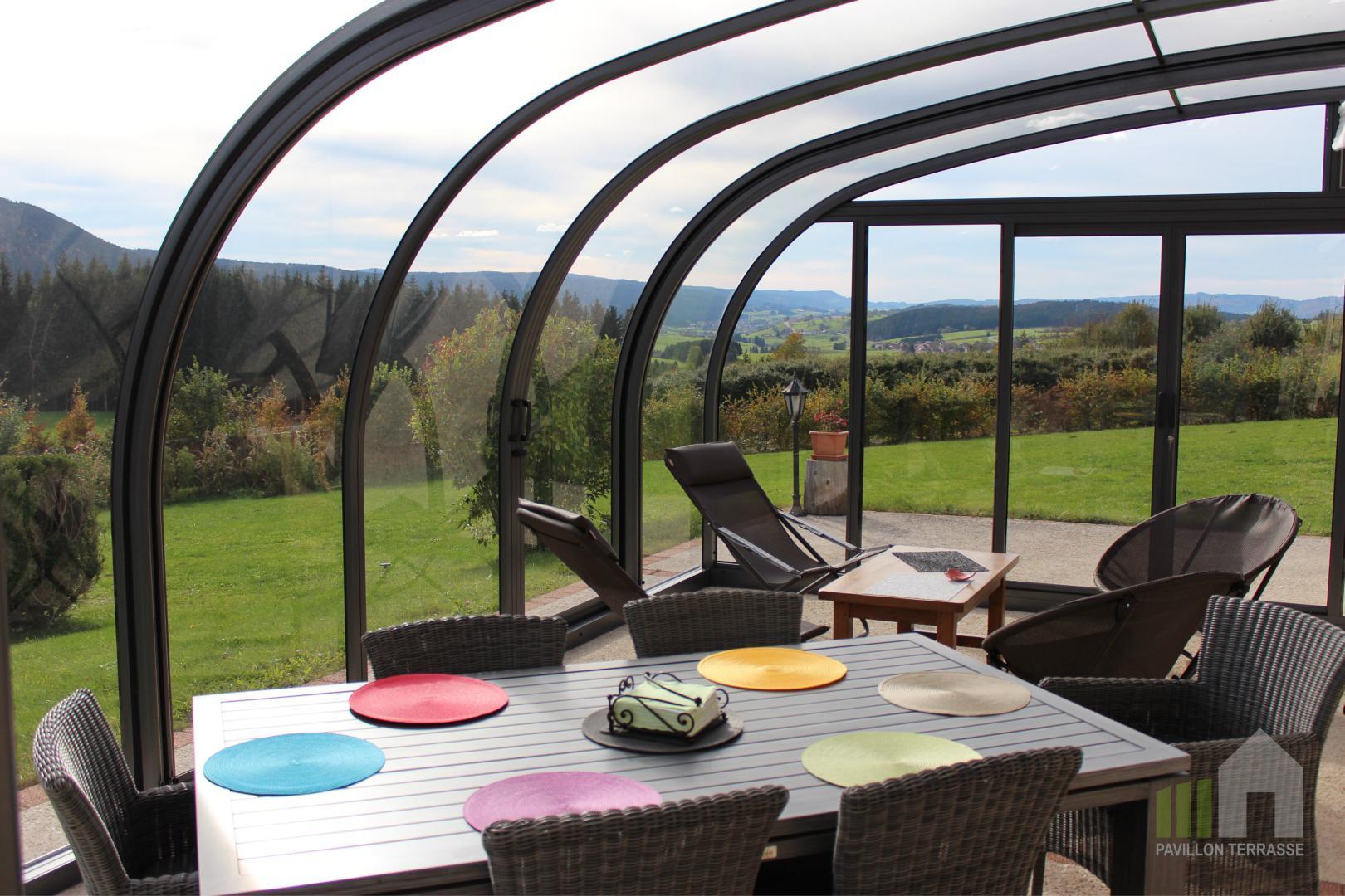 l abri de terrasse coulissant saphir de forme arrondie ou. Black Bedroom Furniture Sets. Home Design Ideas