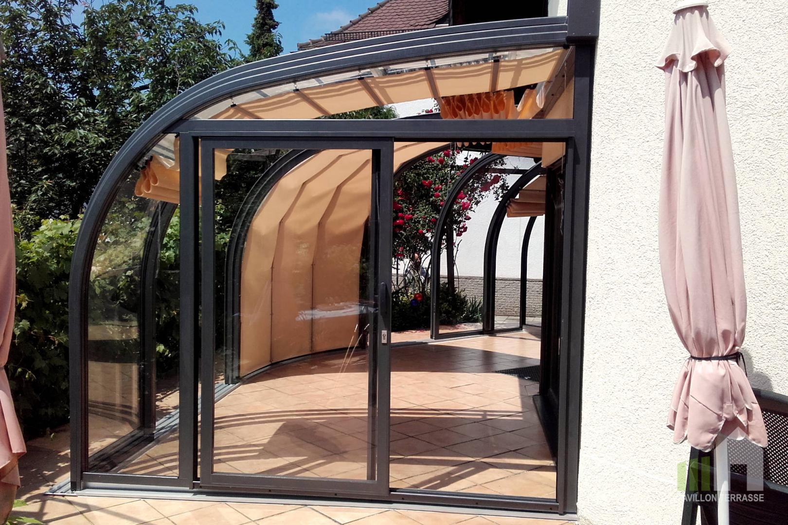 abris de terrasse saphir avec un quart de rotonde pour un angle ext rieur de maison. Black Bedroom Furniture Sets. Home Design Ideas